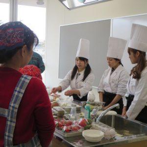 地元産の食材でクリスマスケーキを作る料理教室への参加